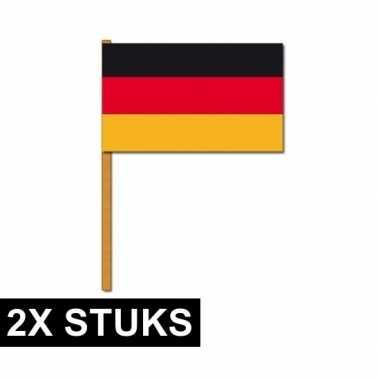 2x duitse zwaaivlaggen