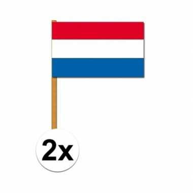 2x nederlandse handvlaggen