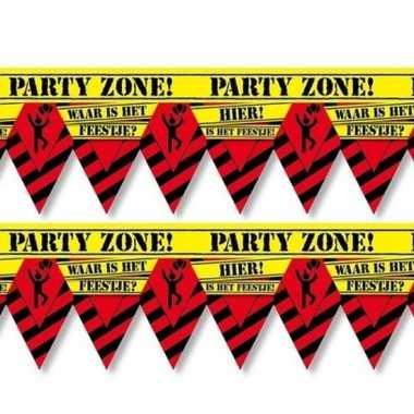 2x plastic markeerlinten vlaggetjes waar is dat feestje 12 meter fees