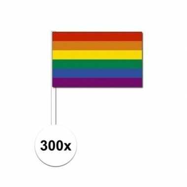 300x zwaaivlaggen met regenboog