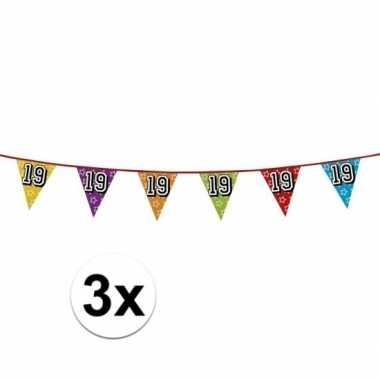 3x vlaggetjes 19 jaar feestje
