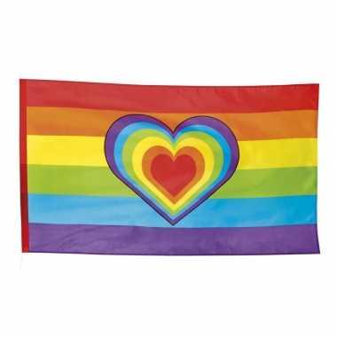 Regenboog met hartje vlaggen 90 x 150 cm