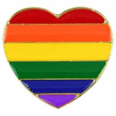 Regenboogvlag kleuren metalen pin/broche hartje 3 cm
