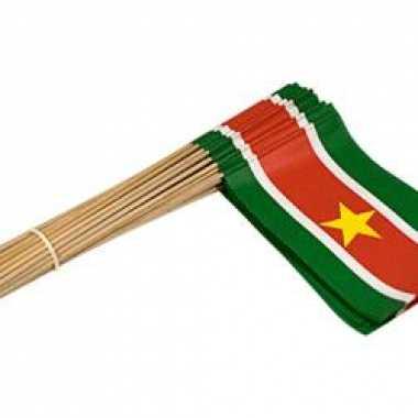 Surinaamse versiering zwaaivlaggen