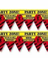 2x plastic markeerlinten vlaggetjes waar is dat feestje 12 meter feestartikelen